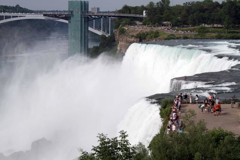 Niagara Falls Tour with Outlet Mall Shopping