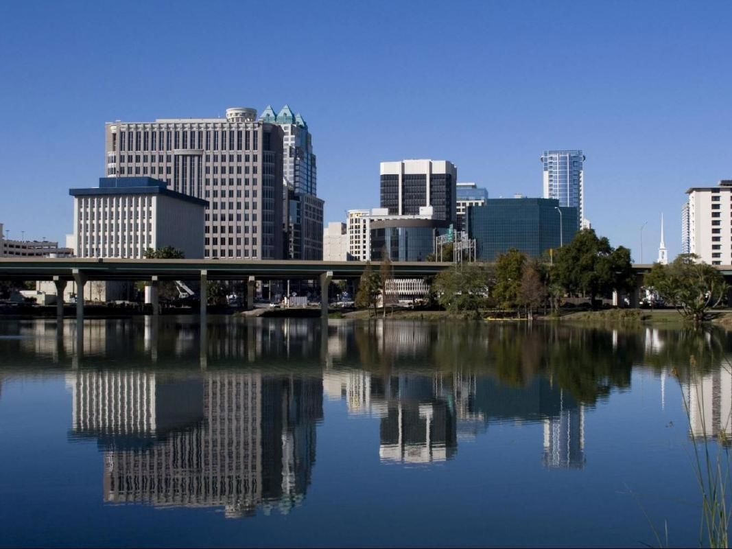 Orlando Guided City Tour with Winter Park Cruise, Lake Eola and Disney Springs