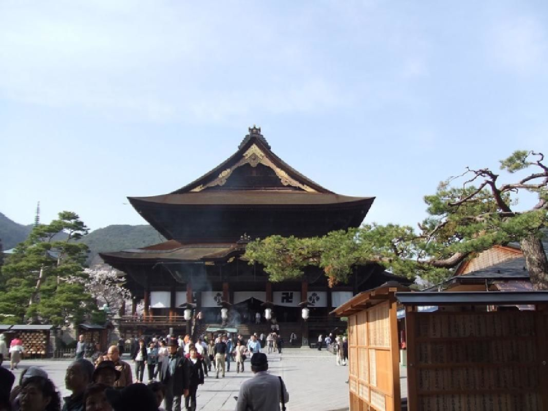Overnight Stay at Zenkoji Temple Lodgings with Vegetarian Dinner in Nagano