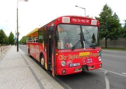 Hop-on/ Hop-off Bus City Tour Prague 48h and Boat Tour