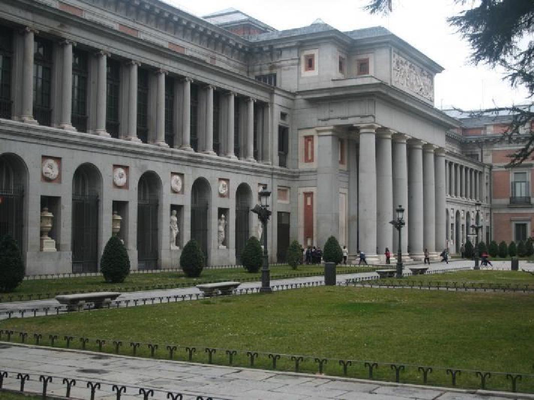 Prado, Thyssen-Bornemisza and Reina Sofia Museum Guided Tour with Drink and Tapa
