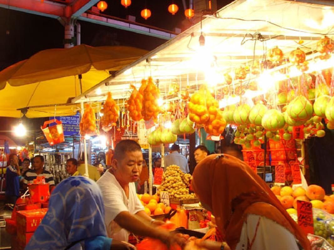 Kuala Lumpur Night Tour with Authentic Malaysian Dinner and Cultural Show
