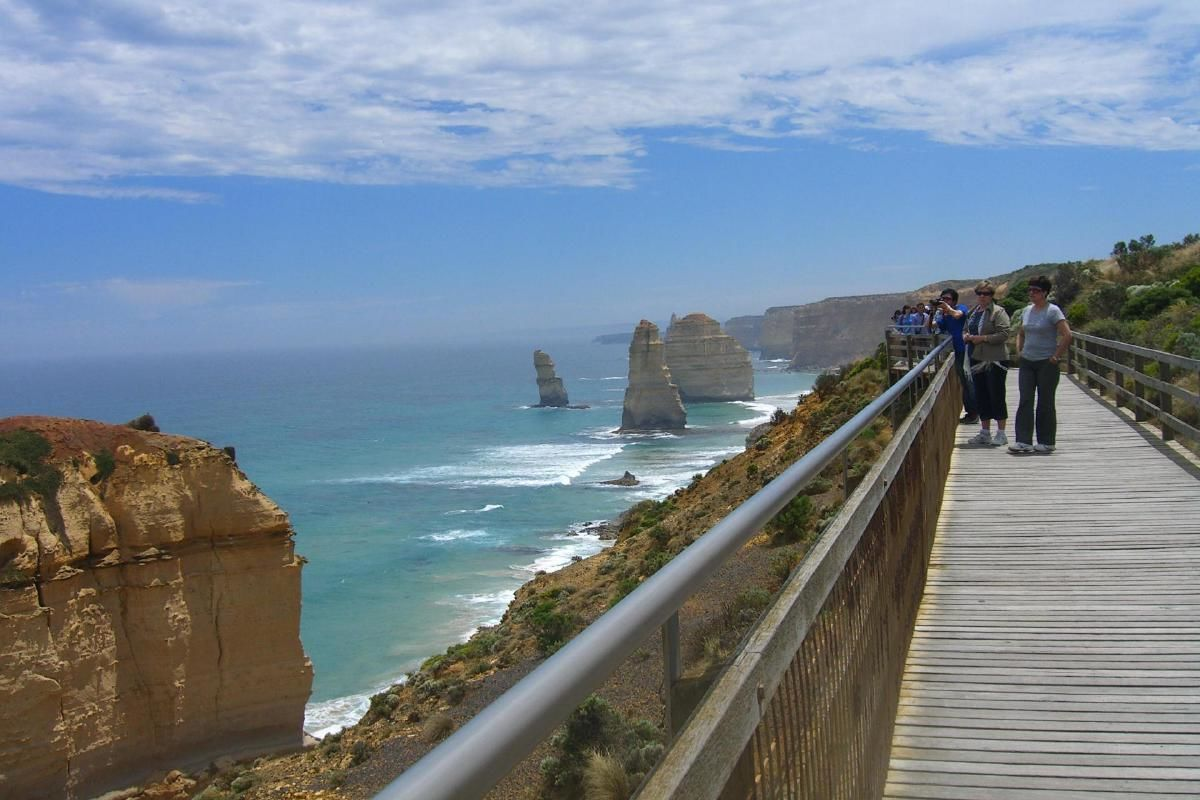 Great Ocean Road Day Tour from Melbourne with Overnight Stay at Lorne