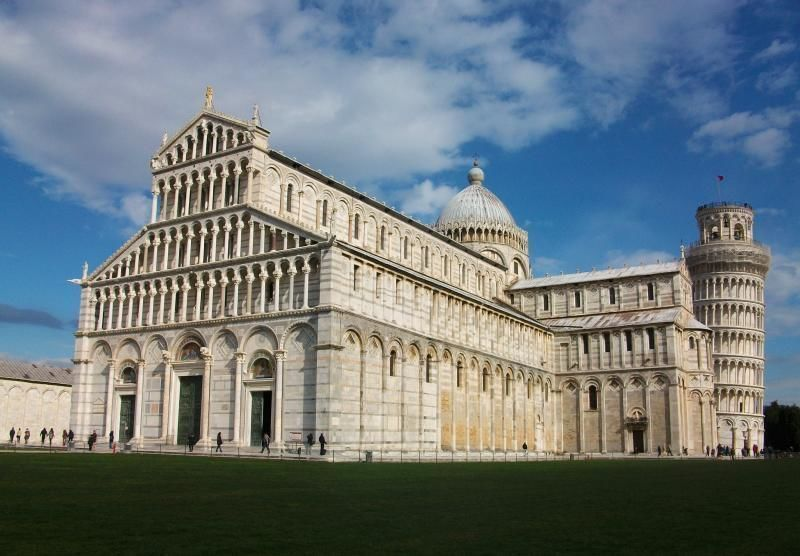 Pisa & Lucca with guided tour and Buccellato tasting