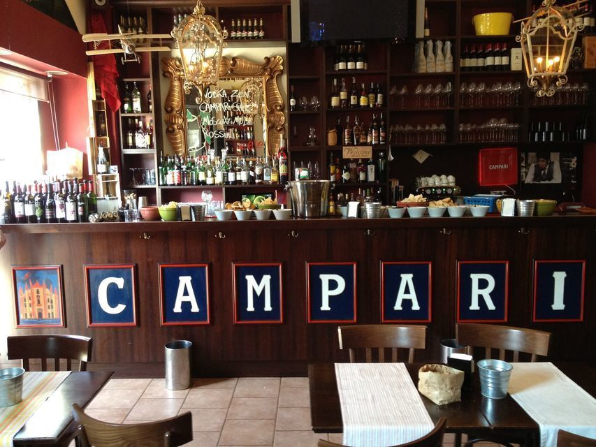 Milan: Wine and Appetizers on the Ancient Canals