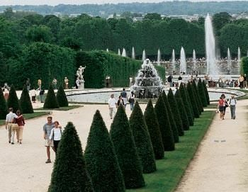 Skip-the-line: Half day excursion to Versailles (with audio guide)