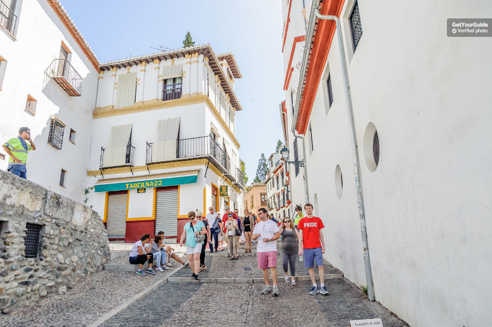 Granada Free 2-Hour Walking Tour with Local Guide