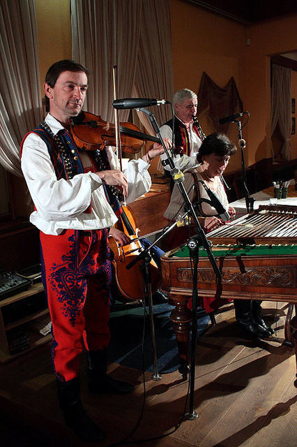 Prague: Folklore Dinner with Music & Dance