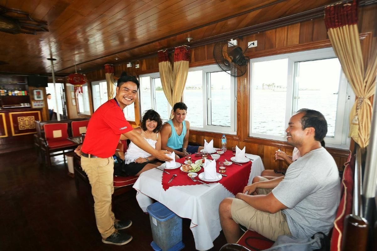 Small Group Ha Long Bay Cruise and Day Tour from Hanoi with Cave Exploration