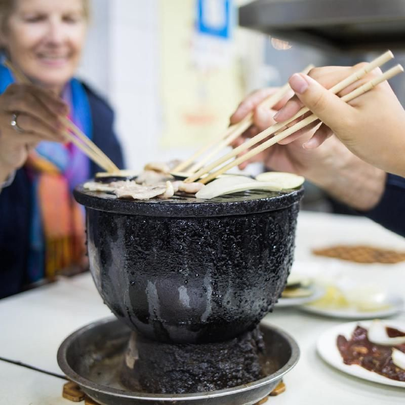 Beijing Evening Food Tour by Tuk Tuk with Unlimited Beer and Soda