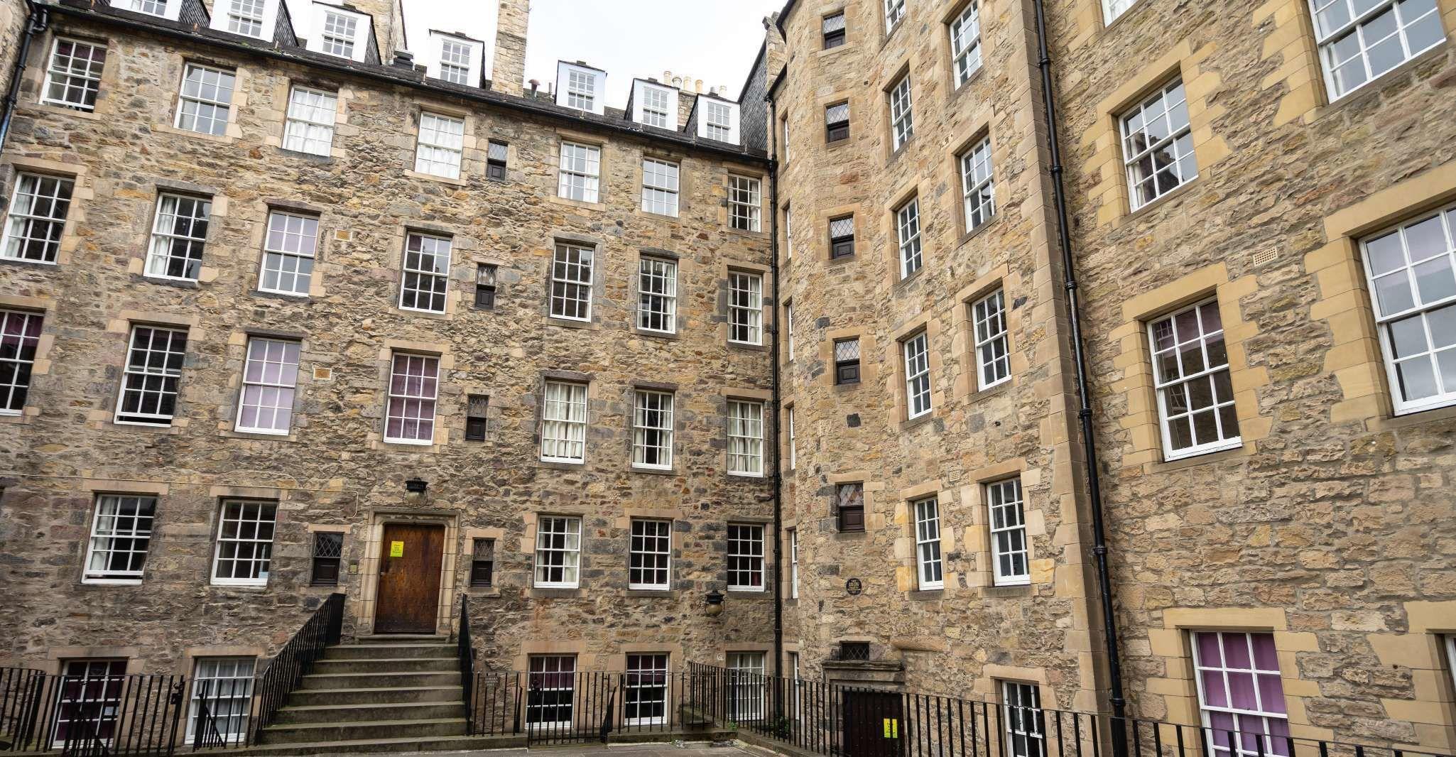 Edinburgh: Secrets of Old Town Walking Tour