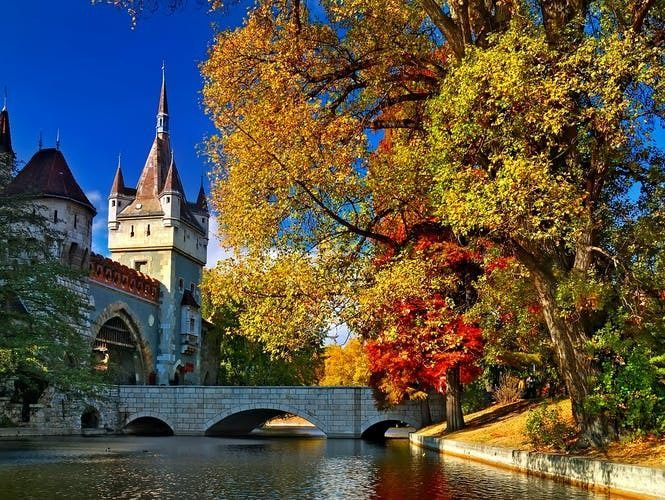 Budapest private 4-hour sightseeing tour by car