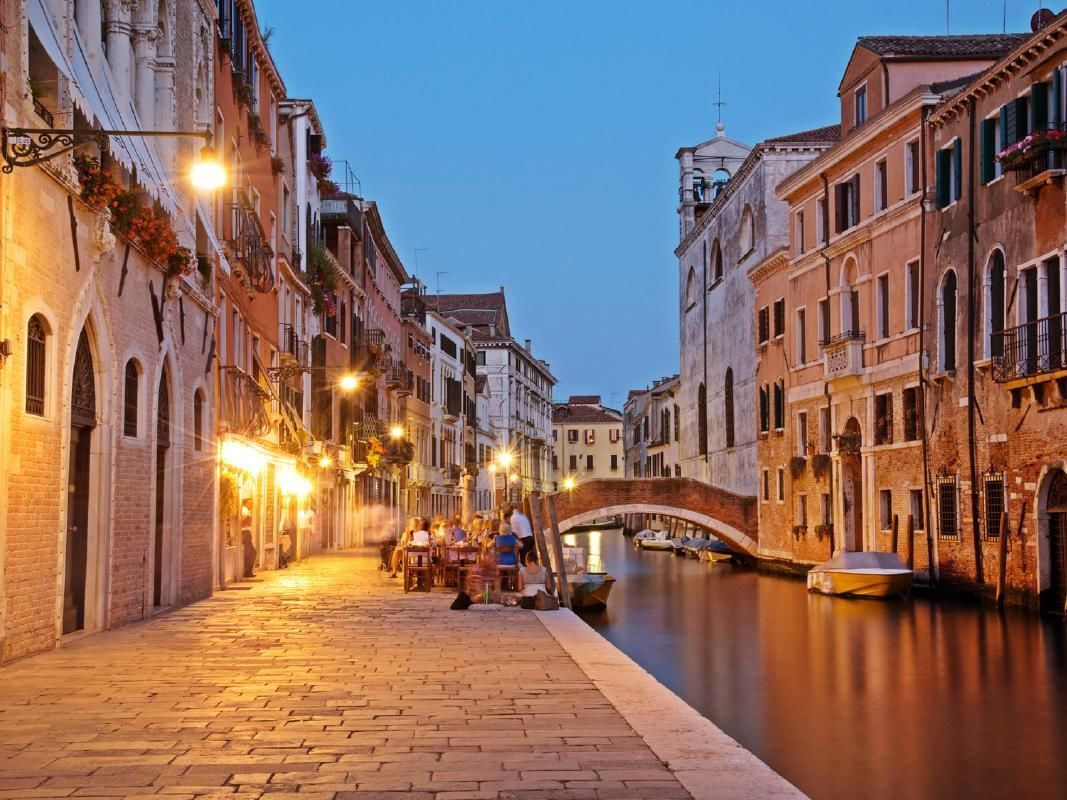 Jewish Ghetto Evening Walking Tour of Venice with Italian Wine and Appetizers