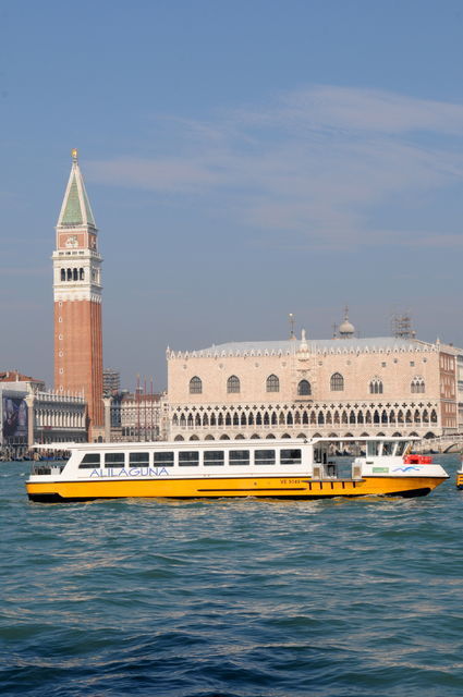 Venice: 1.5-Hour Sunset Tour by Boat with Aperitivo