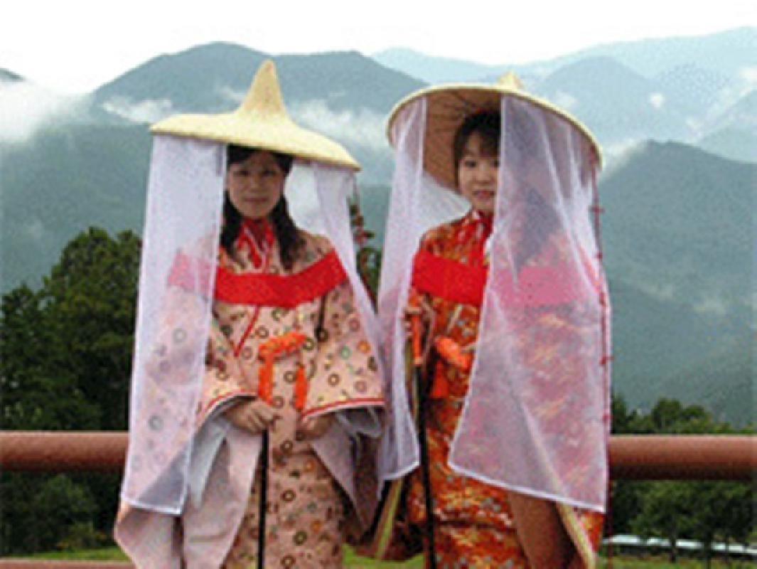 Heian Era Pilgrim Costume Dressing and Rental on the Kumano Kodo Road
