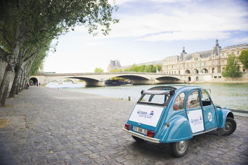 Sightseeing Paris: With the Citroën 2CV through Paris (1h 30min)