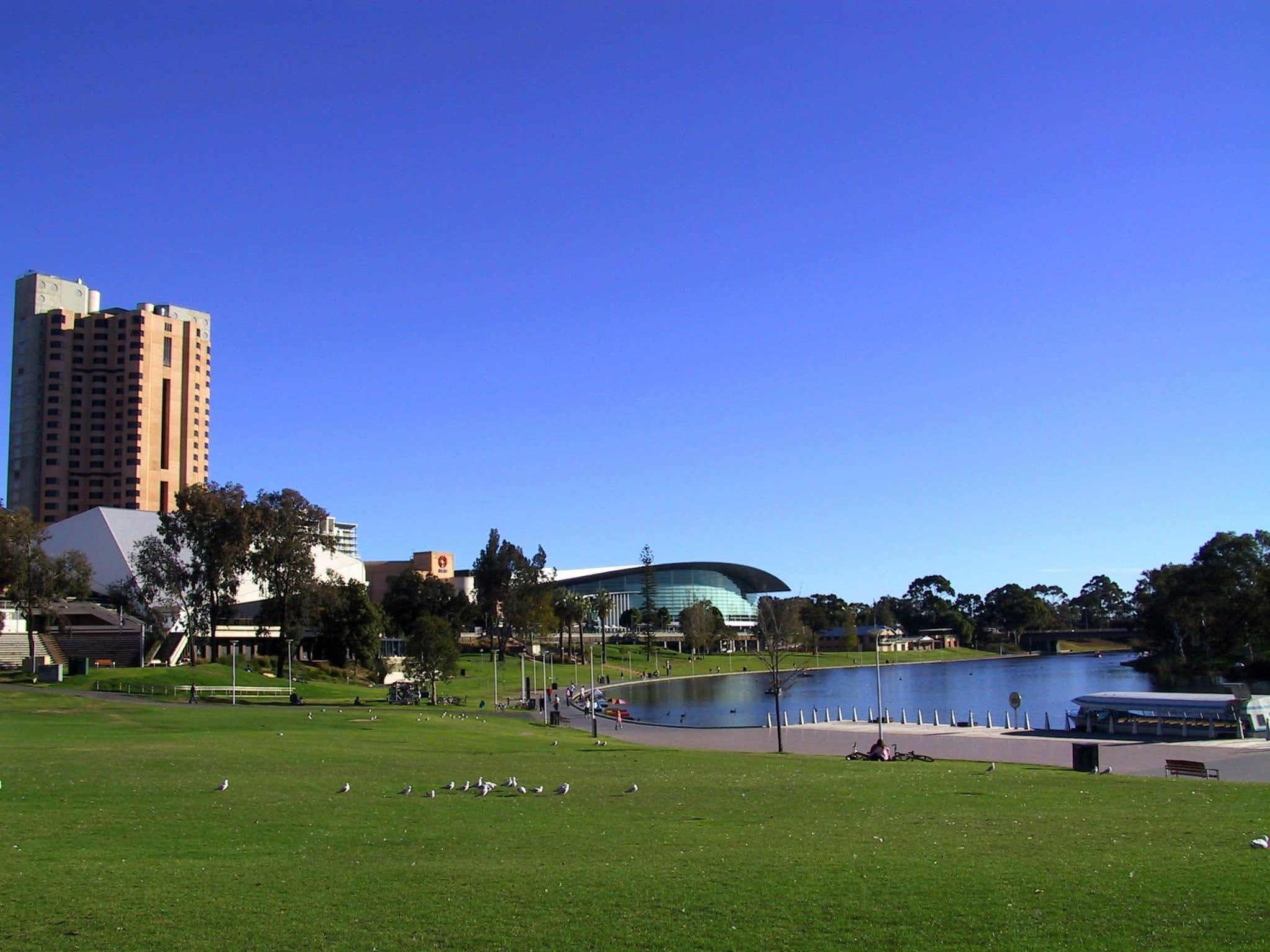 Best of Adelaide Tour with Torrens River Cruise and Dinner