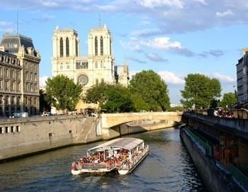 Skip-the-Line: Eiffel Tower plus city tour of Paris and boat tour