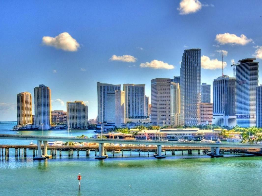 Miami Full Day Guided City Tour with South Beach and Bayside Marketplace Visit