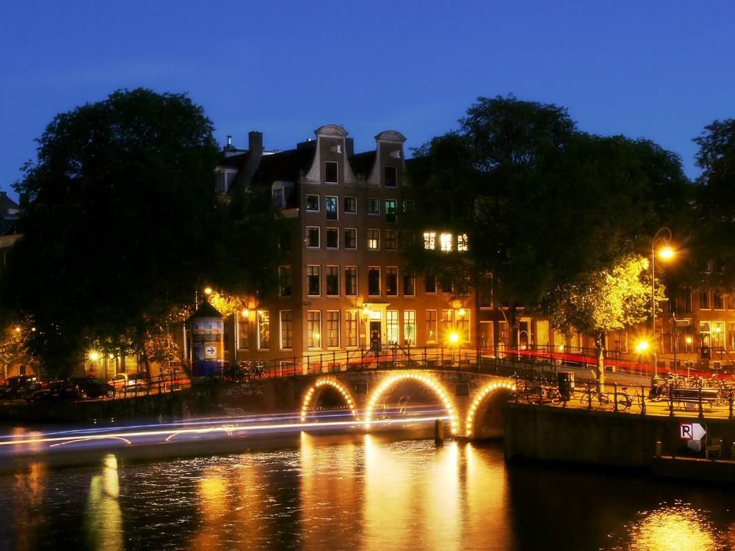 Amsterdam Dinner Cruise with 4-Course Menu and Drinks