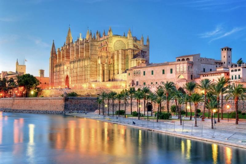 """Guided tour of the old town of Palma """"VER y APRENDER"""""""