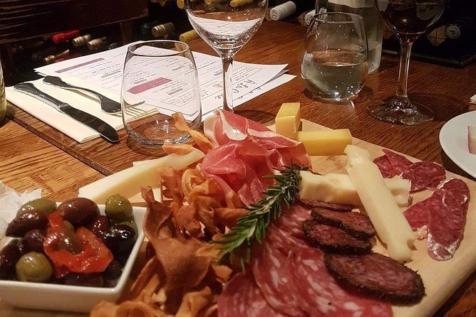 Private Wines and Finger Foods Experience in Valley d'Itria