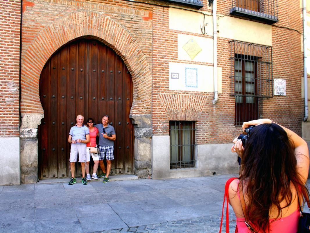 Madrid Markets and Neighborhoods Small Group Gourmet Tour with Tapas Tasting