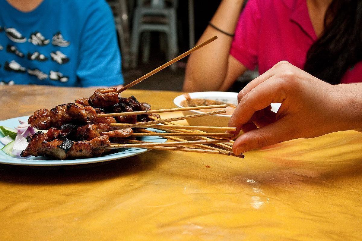 Kuala Lumpur Half Day Food Walk with Train Ride