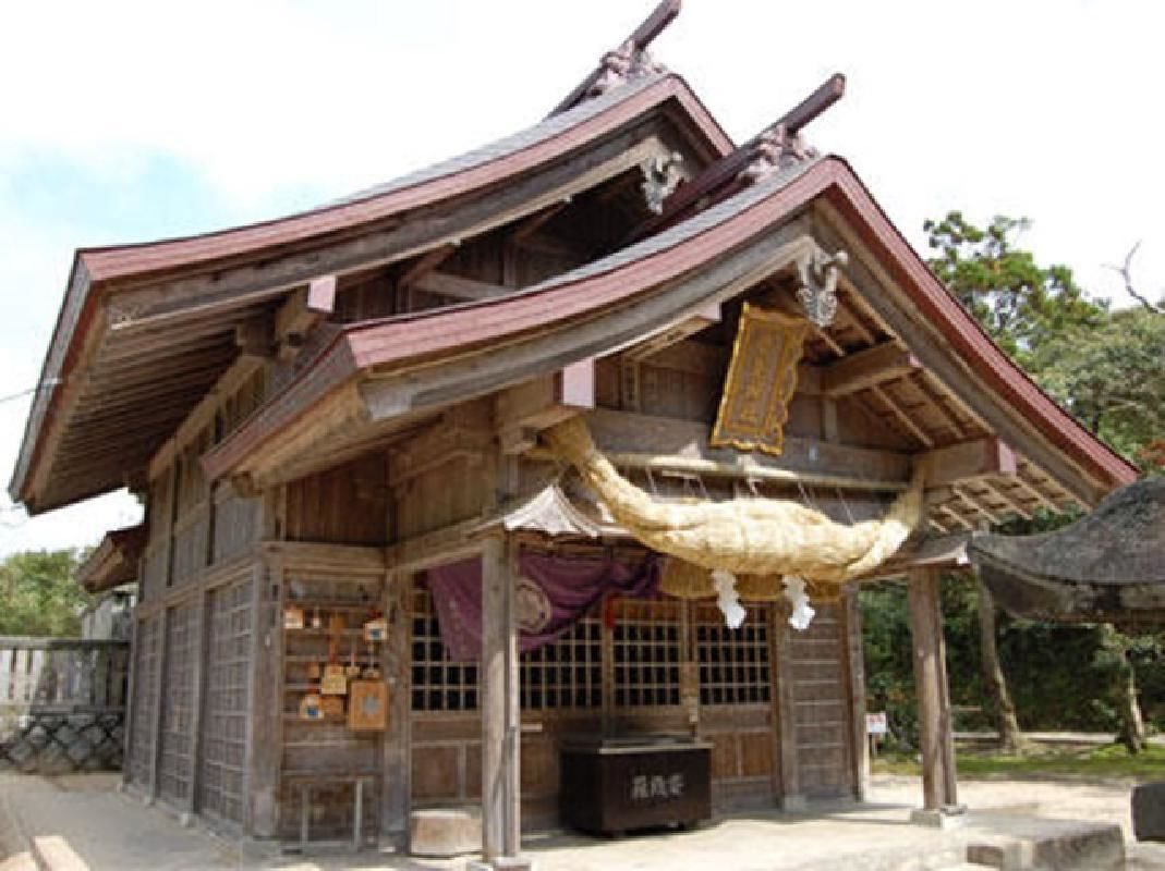 Half Day Sightseeing Taxi Tour of the Hakuto Coast & Shikano Castle from Tottori