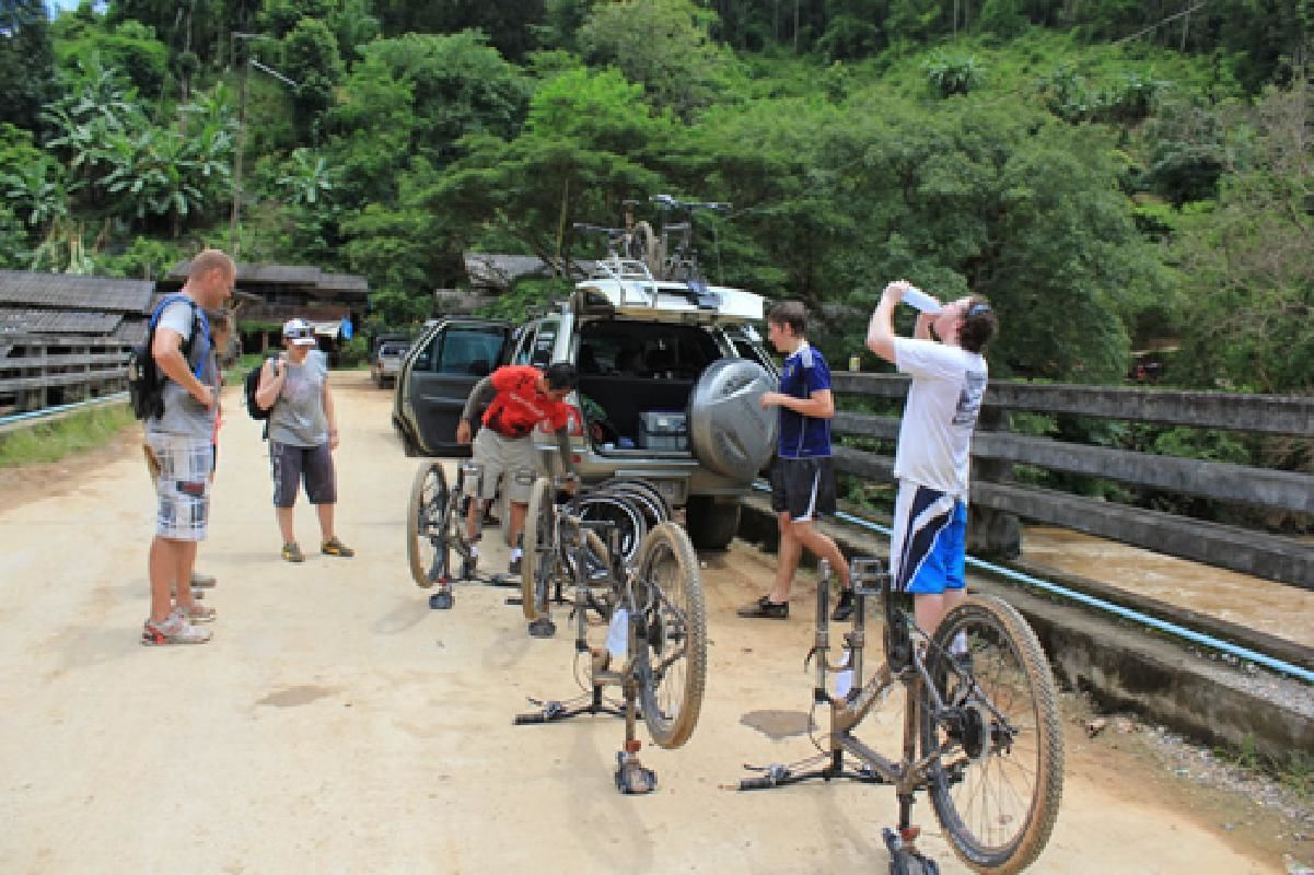 Mae Taeng Bike Tour and Raft Adventure from Chiang Mai