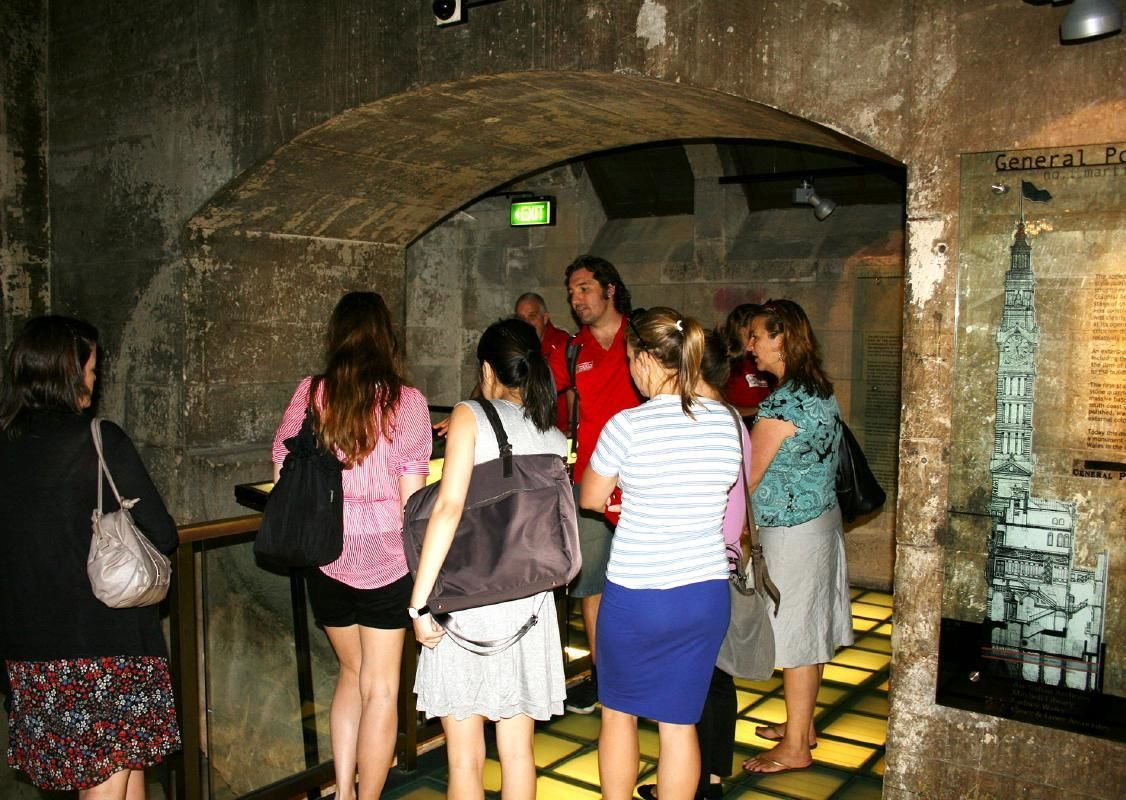 Sydney Kings Cross Historic Walking Tour with Local Tavern Visit
