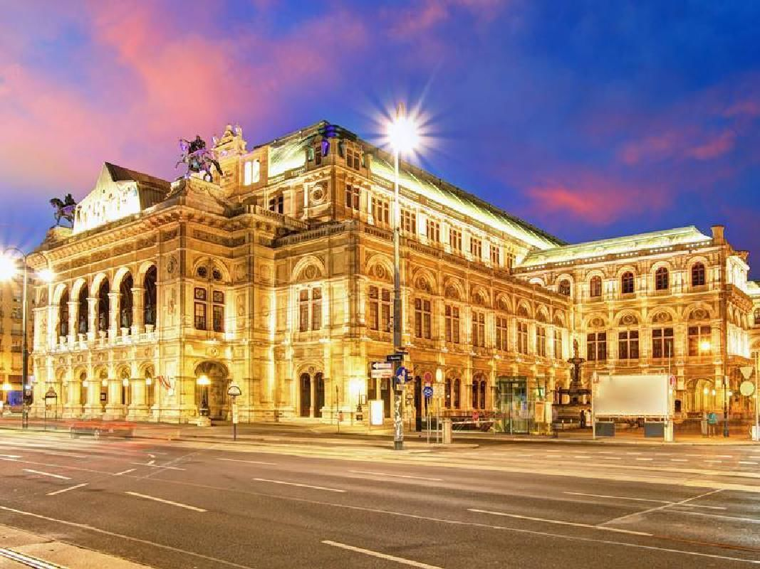 Vienna City Sightseeing Tour with Schonbrunn Palace Skip-the-Line Ticket