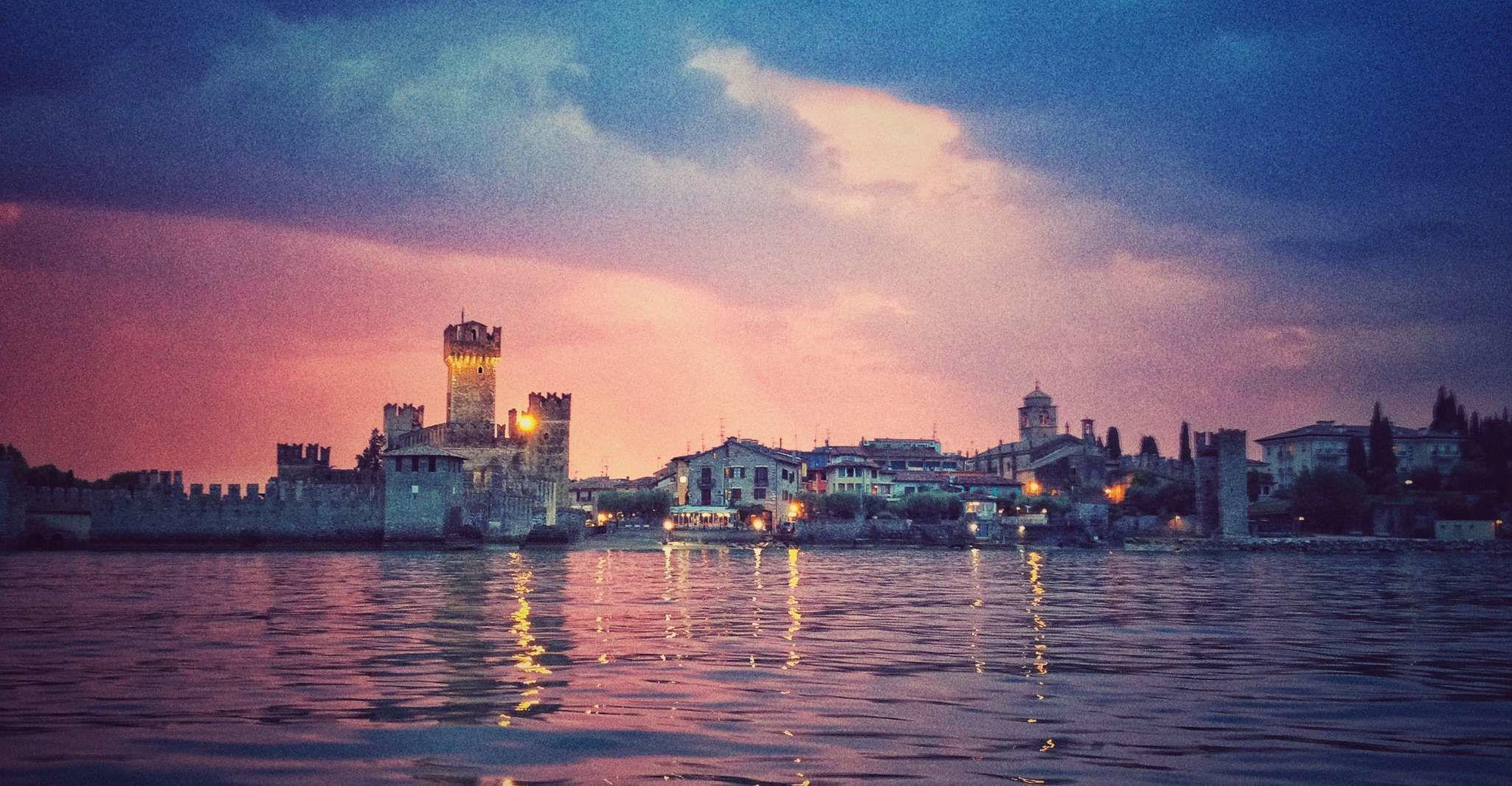 Sirmione: Shared Sunset Boat Tour