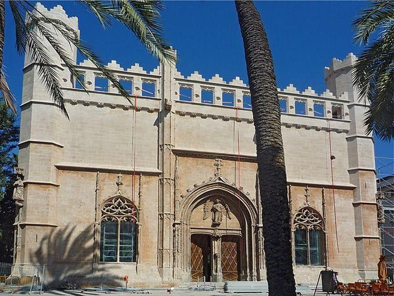 Intensive city tour through the old town of Palma de Mallorca