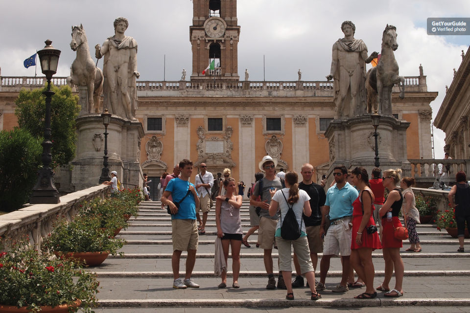 Vittoriano Terrace and Capitoline Museum Small Group