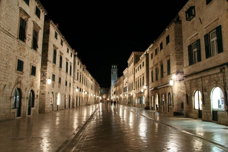 City tour Dubrovnik by night - City legends (private tour)