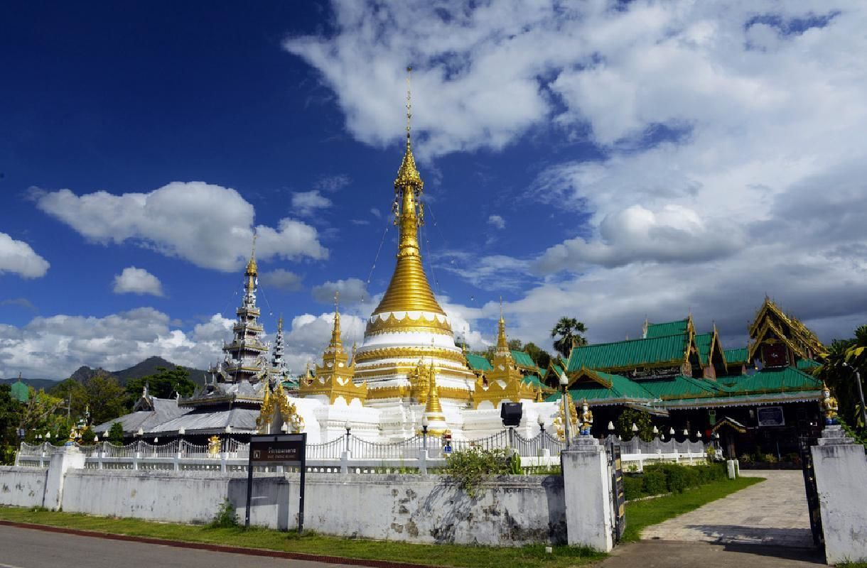 Half Day Tour of Mae Hong Son with Market and Temple Visits