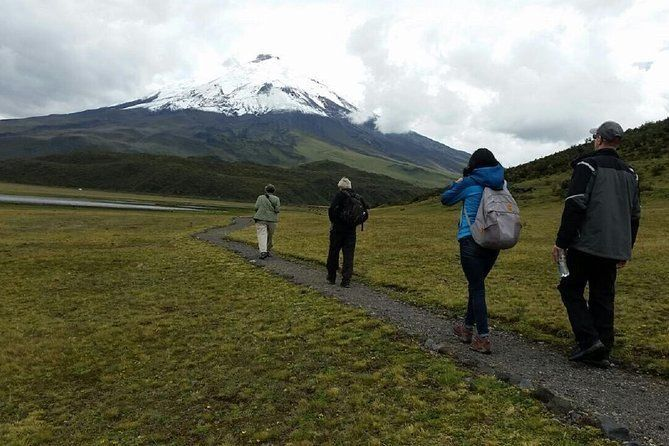 2-Day Cotopaxi Volcano & Quilotoa Lagoon Overnight Excursion from Quito
