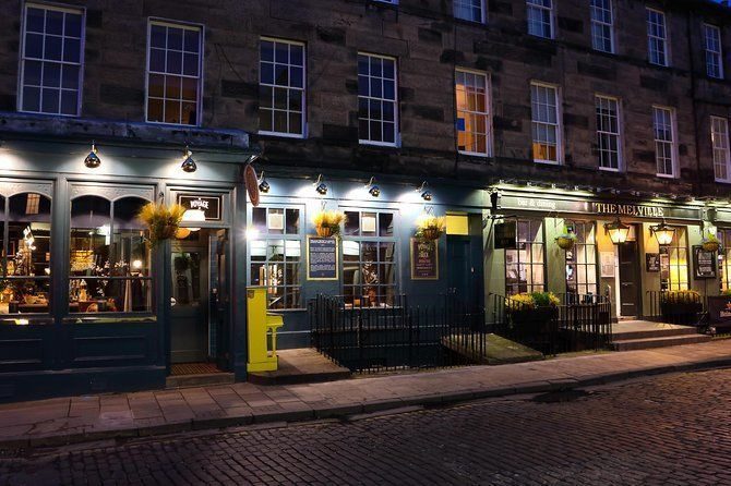 Edinburgh Old Town Pub Crawl Self-Guided Walking Tour