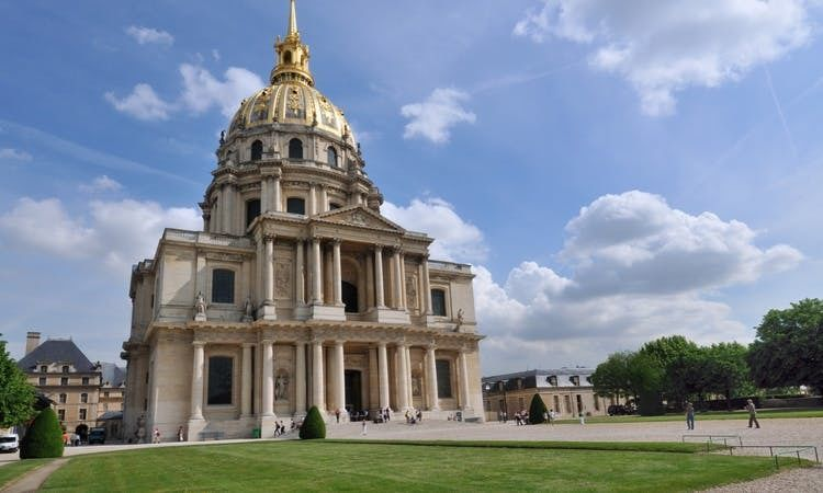 Best of Paris city tour with Eiffel Tower lunch and Seine cruise