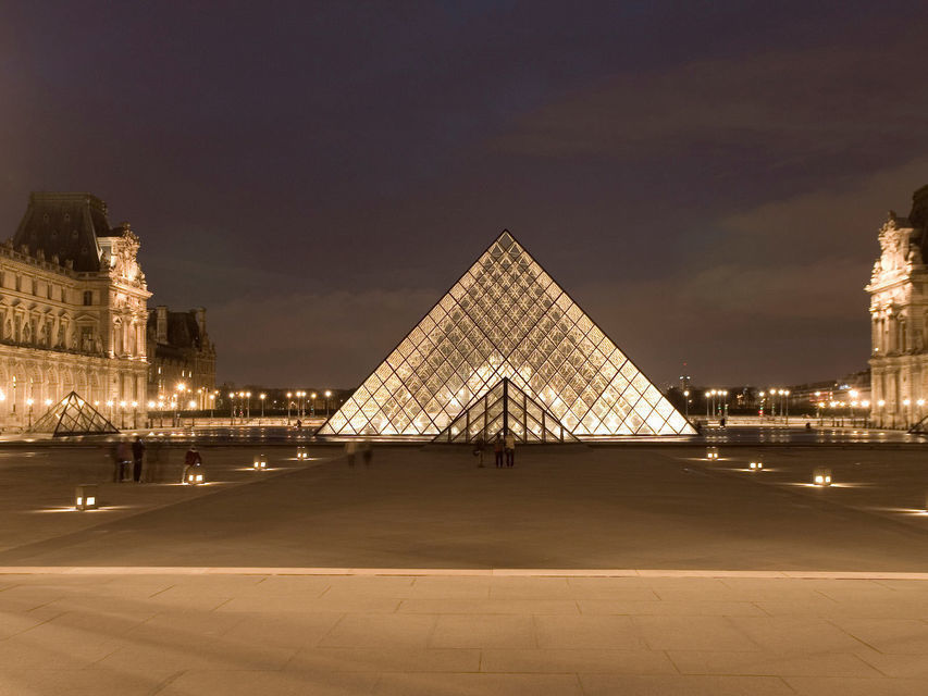 Louvre by Night: Art Museum & Wine Cellar Tour