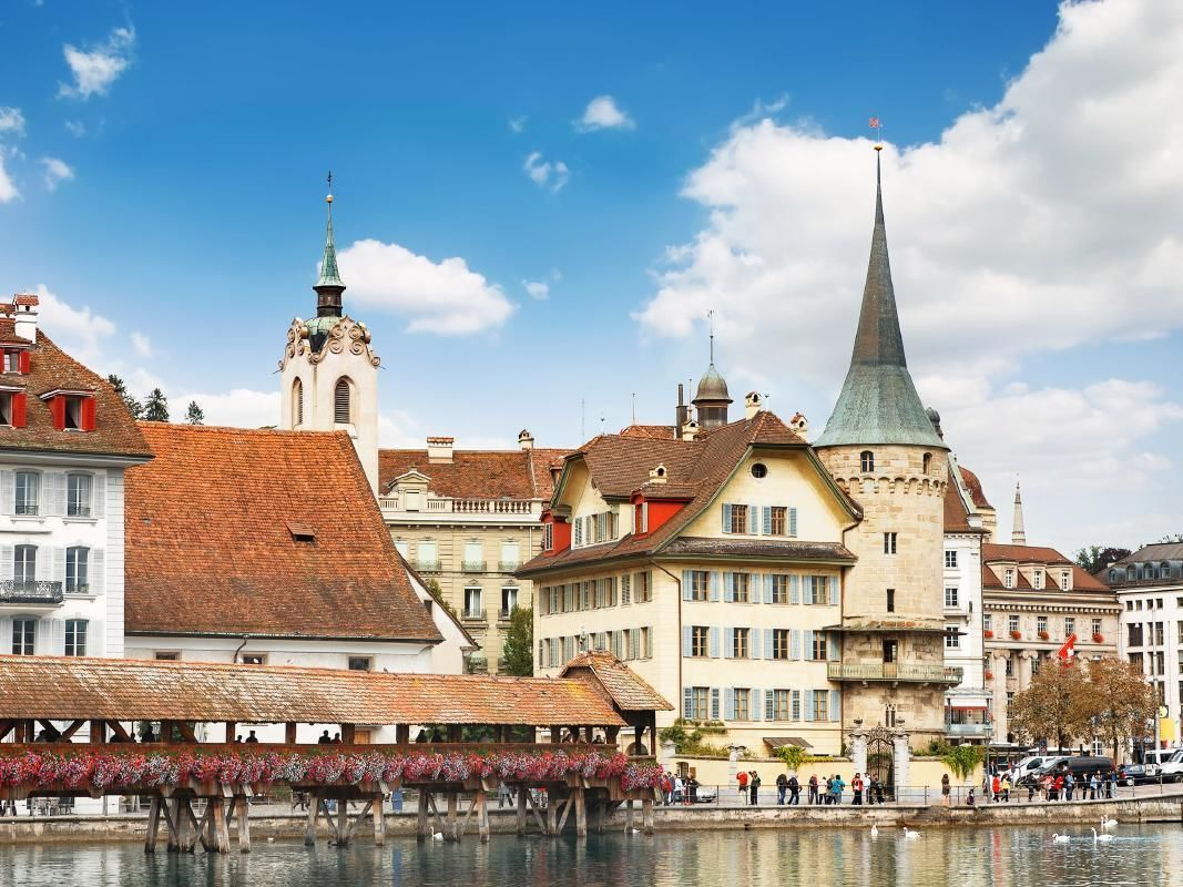 Lucerne Day Trip from Zurich with Lunch and Folklore Show