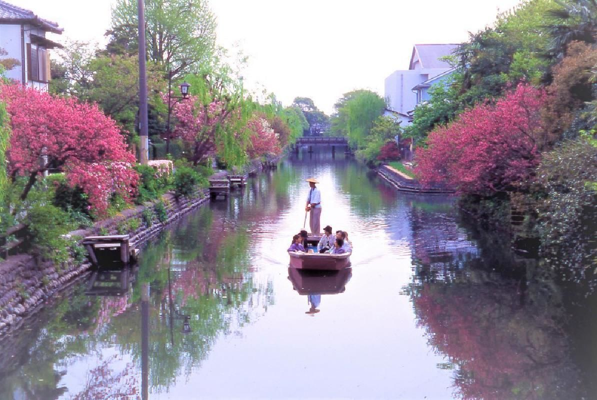 Yanagawa River Boat Ride and Outlet Shopping Mall Day Tour