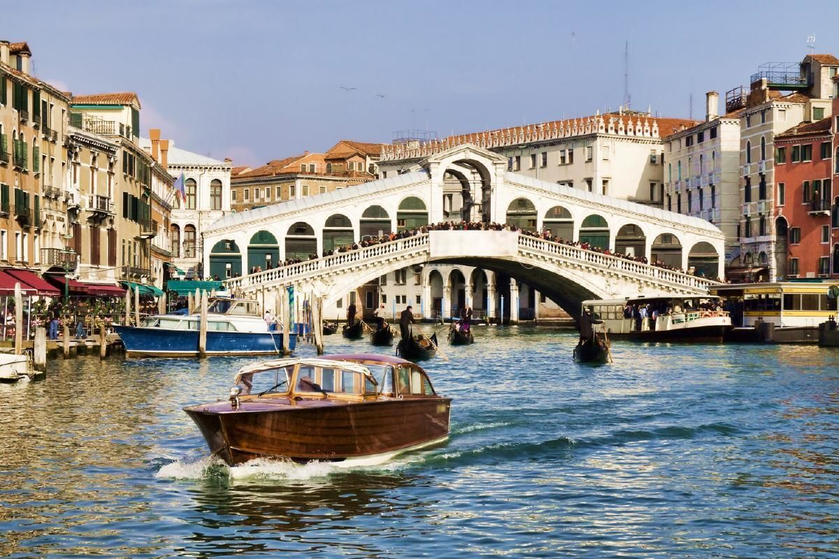 Venice Marco Polo Airport (VCE) Shared Water Taxi or Minibus Transfers