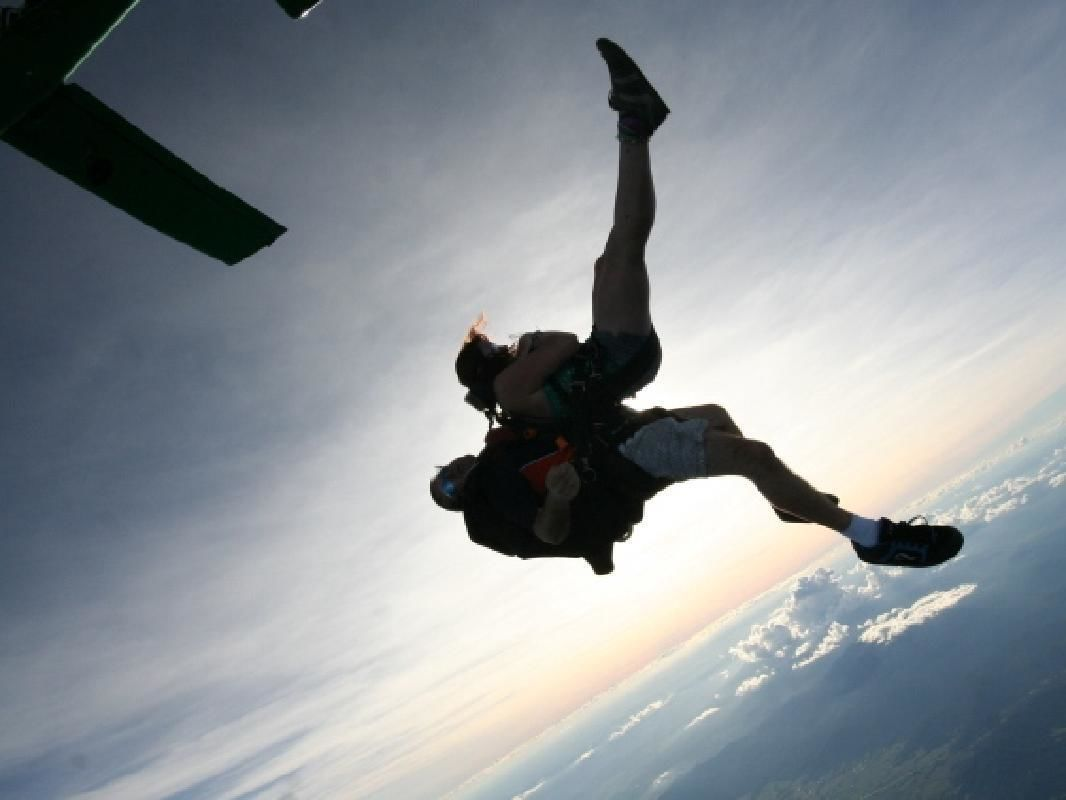 Cairns Tandem Skydiving Experience with Hotel Pick-up