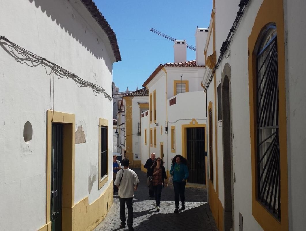 Evora Private Day Tour from Lisbon with Wine Tastings and Chapel of Bone Visit
