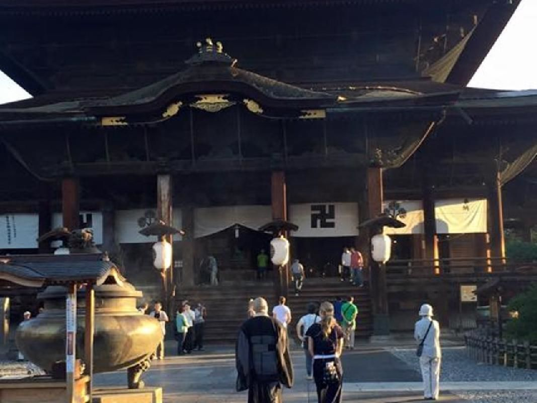 Half-Day Private Taxi Tour of Highlights of Nagano City