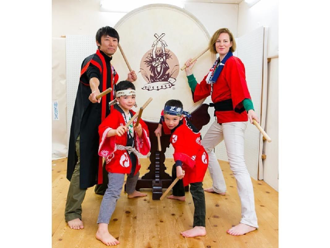 One-Hour Japanese Traditional Taiko Drumming Experience in Kobe