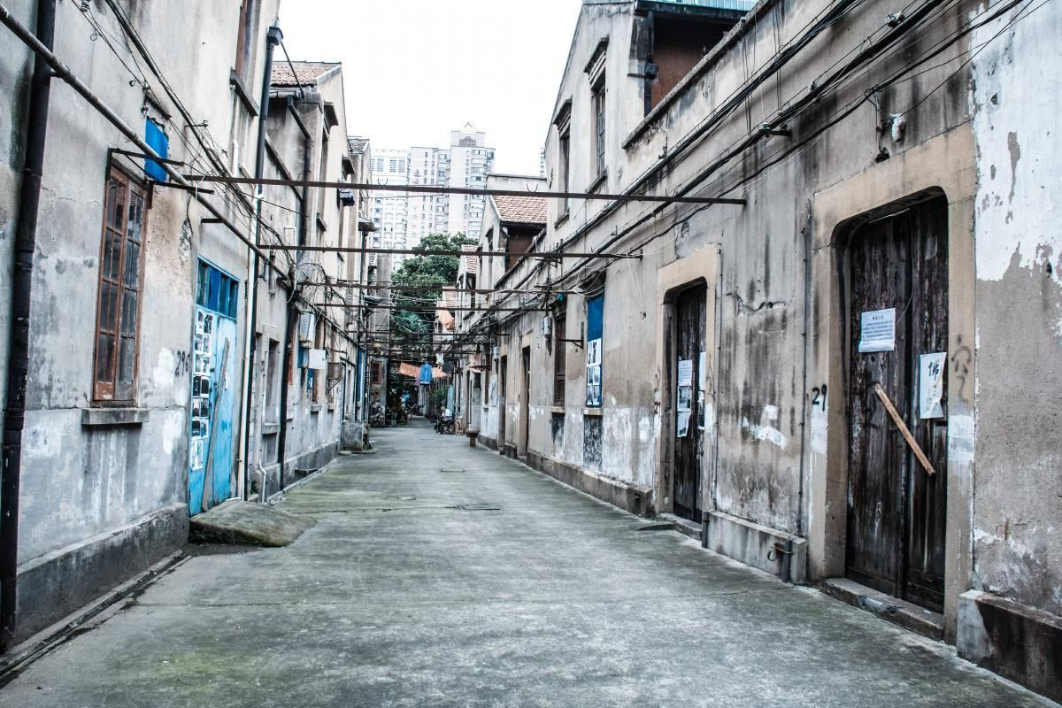 Streets of Shanghai Tour with the Bund Waterfront Visit