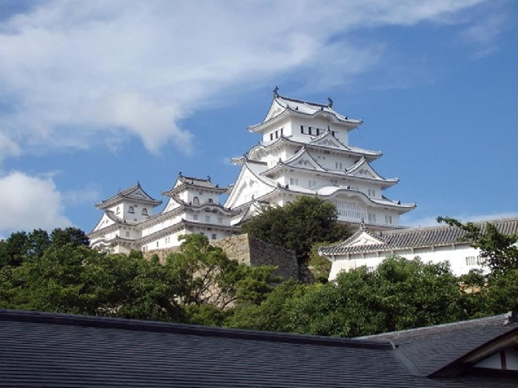 Himeji Castle and Akashi Kaikyo Bridge World Heritage Walking Tour